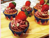 覆盆子草莓杯子蛋糕