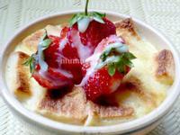 《草莓就愛鷹牌煉奶》草莓煉奶土司布丁