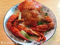 。蔥香酒蒸螃蟹。家常料理