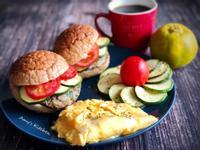 早午餐-櫛瓜蕃茄漢堡堡 (自製漢堡肉)