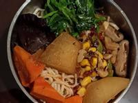 (罐頭版)麻辣五辛蔬食紅燒麵