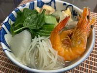 越是鮮蝦雞肉米粉湯