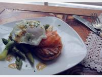 [Yun。在廚房]蘆筍水波蛋燻鮭魚