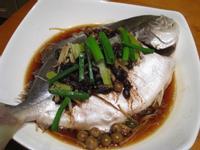 【粉豬兒】樹子豆豉蒸鯧魚