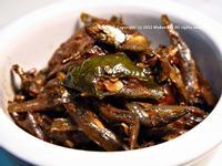 臘肉辣腸炒糯米椒小魚乾