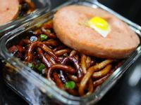 星星便當 餐肉 鵪春蛋 日式照燒醬汁炒烏冬 食譜 做法
