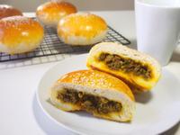 台式咖哩肉餡麵包 Taiwanese bread with curry meat filling