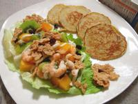 『豪華主餐窈窕輕食』芋頭鬆餅佐鮮蝦水果沙拉