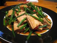 【粉豬兒】韭菜花煎豆腐
