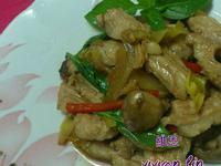 塔香磨菇佐松板肉