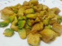 愛烹飪。酪梨蛋炒骰子豆腐