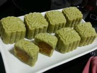 绿茶金瓜馅冰皮月饼