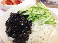 黑嚕嚕的韓國炸醬麵