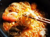 韓式泡菜泡麵(部隊鍋)--時間淬釀的甘露之味