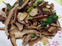 愛烹飪。蠔油九層塔炒香菇