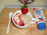草莓煉奶燕麥粥(草莓就愛鷹牌煉奶)