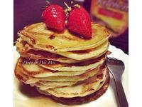 草莓香草優格鬆餅 Vanilla Yogurt Pancakes with Strawberries