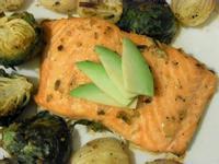 綜合香草烤鮭魚排佐時蔬