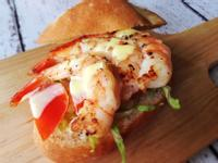 奶油蝦仁三明治佐羅勒檸檬蛋黃醬 Shrimp Roll with Lemon Basil Aioli