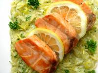 香煎鮭魚佐檸檬奶油米型麵