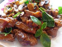 """蠔油炒豬柳"""" 拼""""煎蘑菇"""