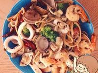 蒜香奶油海鮮義大利麵