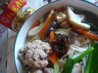肉丸子蔬菜麵─牛頭牌端午好香拌
