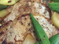 香煎掛川完熟酵母豬里肌肉排佐夏季蔬菜