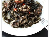墨魚汁海鮮意大利麵