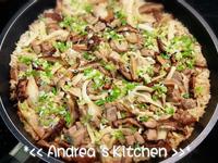 鮮菇嫩雞煲仔飯