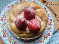 草莓卡士達皇冠麵包