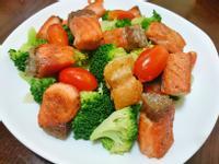 香煎鮭魚拌時蔬