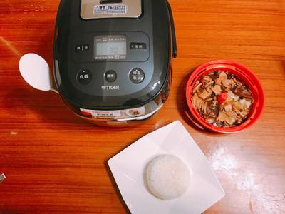 虎牌電子鍋,科技始終來自於惰性,懶煮婦也能省力上菜!