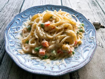 奶油白醬時蔬義大利麵