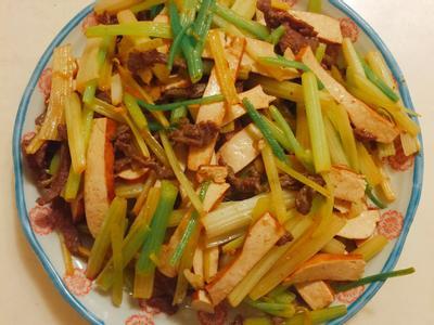 芹菜豆干炒肉絲