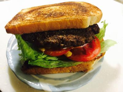 牛肉吐司假漢堡