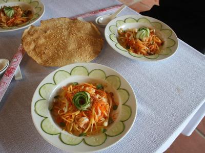 越南學回來的芒果青海鮮溫沙拉佐脆米餅