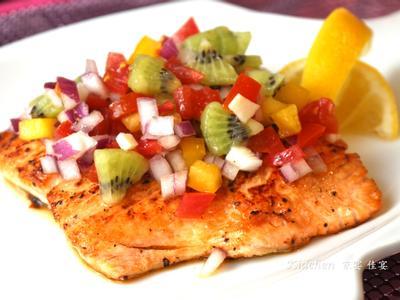 夏日開胃 七彩莎莎鮭魚料理
