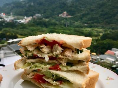 迷迭香雞胸肉三明治