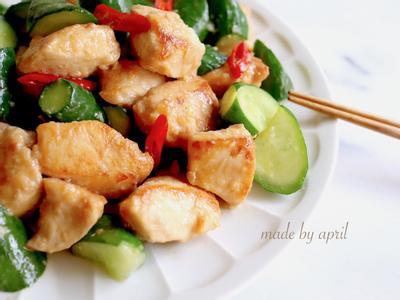 鮮脆黃瓜炒嫩雞丁