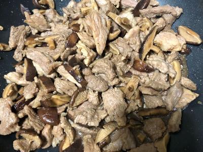 炒香菇豬肉、豆干,備料分裝冷凍方便使用