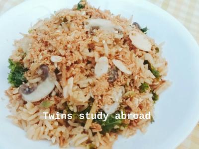蘑菇羽衣甘藍炊飯