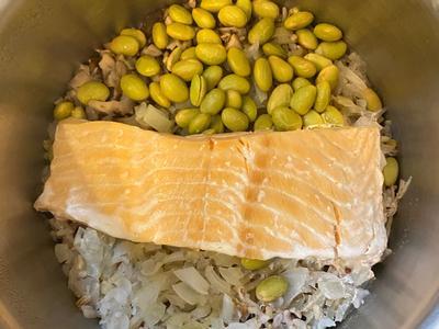時蔬鮭魚炊飯[電子鍋]