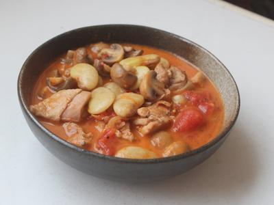 雞腿蘑菇燉皇帝豆