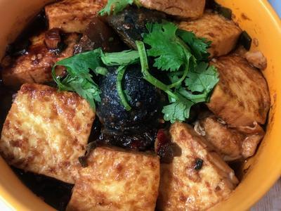 沙茶皮蛋豆腐煲