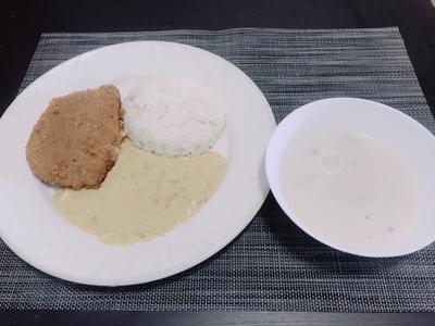 藍帶豬排咖哩飯配蘑菇濃湯