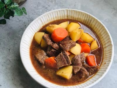 醬煮紅蘿蔔馬鈴薯牛肉
