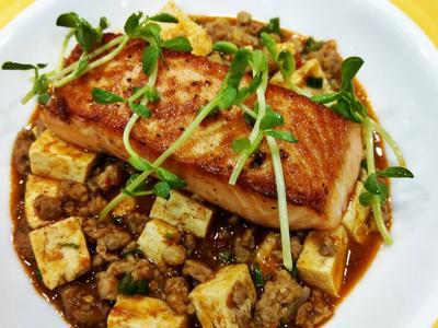 鮭魚菲力與麻婆豆腐