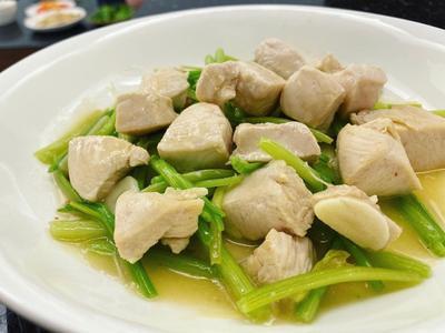 清爽低脂白胡椒芹菜嫩雞胸