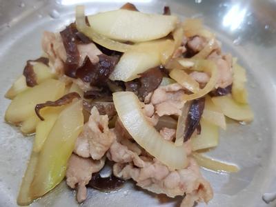 親子手作:大黃瓜燴洋蔥豬